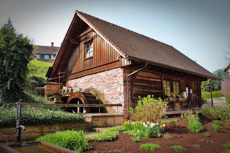 Alte Mühle auf dem Rathausplatz in Oberharmersbach