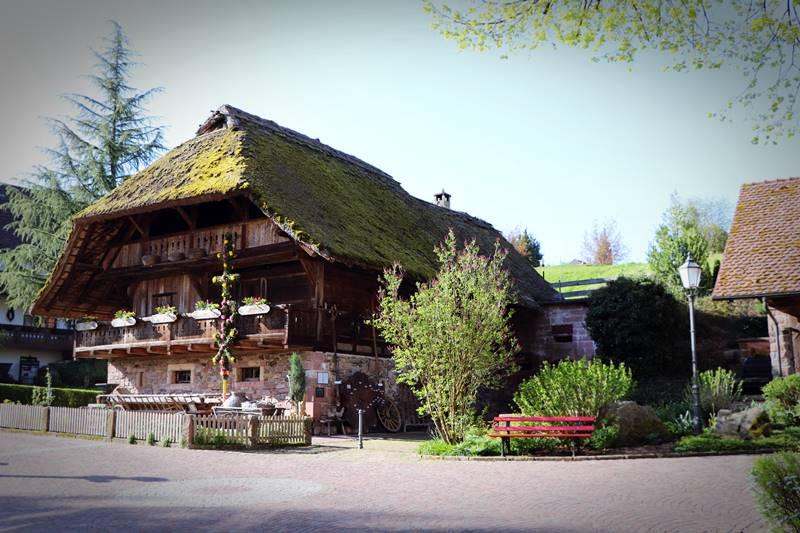 Historischer Speicher auf dem Rathausplatz in Oberharmersbach