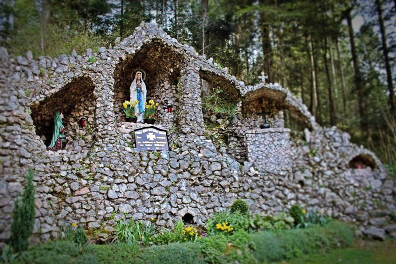 Lourdesgrotte in Zuwald